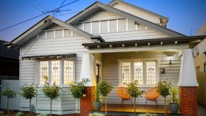 Lovely traditional weatherboard house with stained glass windows - Peritum Property